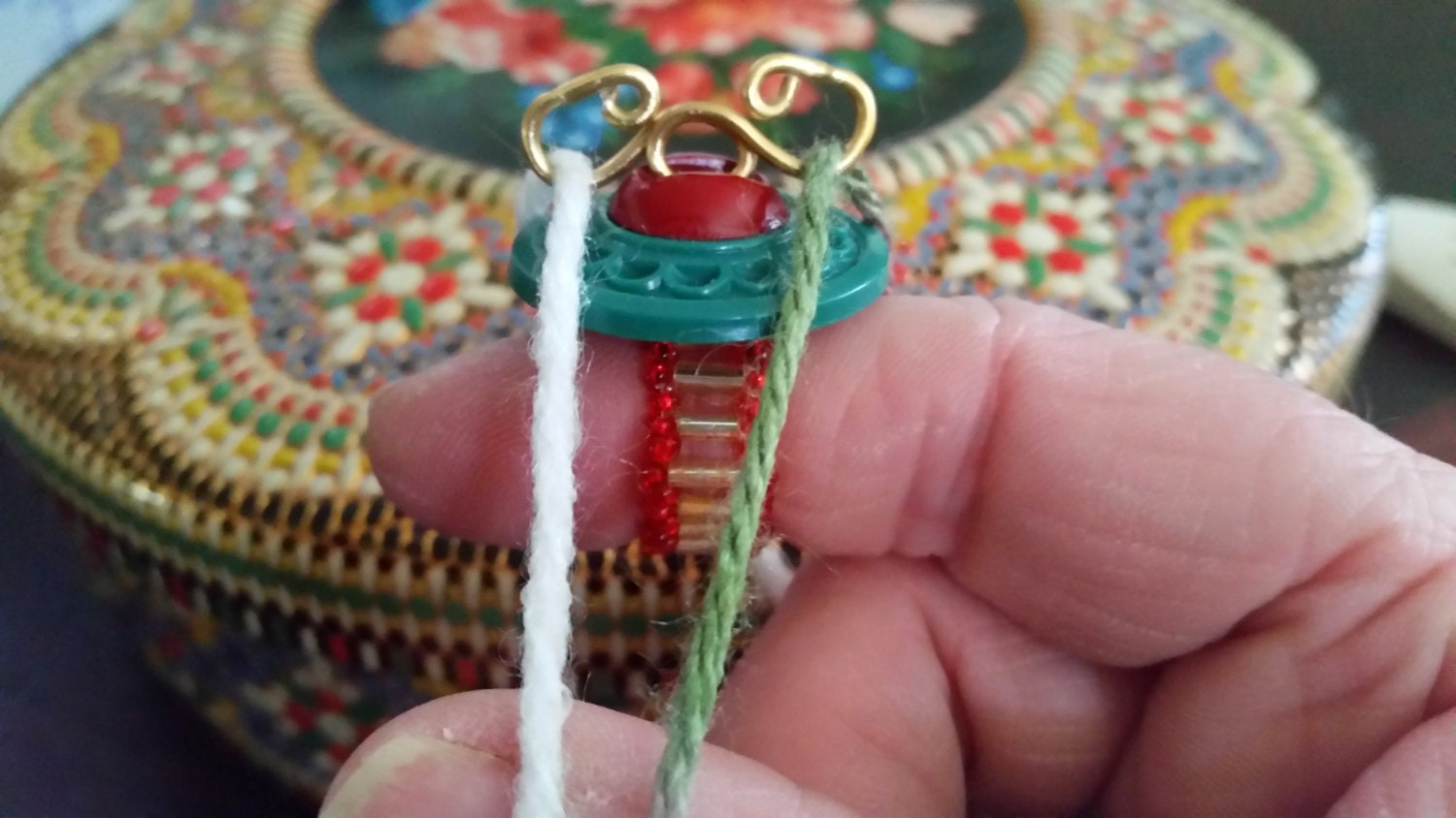 Knitting Ring Yarn Guide : Improved design yarn guide ring for two color continental
