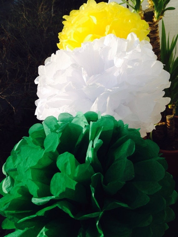 Yellow nursery pom poms : Pom tissue decorations