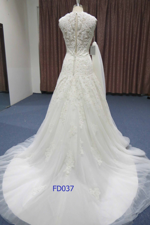 sleeveless high quality  lace applique with elegen  train princess wedding dress