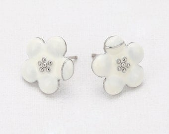Flower  White Epoxy Post Earring Polished Rhodium-Plated - 2Pieces [E0143-PRWH]