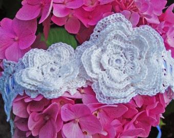 Crochet headband with flowers / Linen / Satin ribbon / Adjustable size