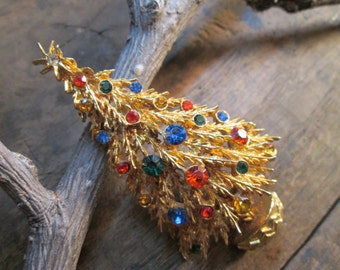 Vintage Art Gold Tone Christmas Tree Brooch