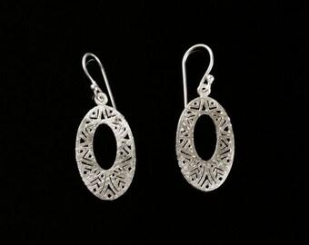 925 sterling silver openwork oval earrings