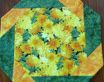 Table Topper, Spring, Octagonal, Sunny Yellow Mums  Summer