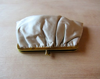 White Satin Clutch || 1960s Gathered Satin Clasp Clutch