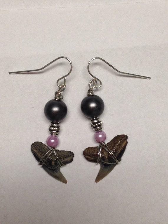 sharks teeth dangle earrings with black and purple pearls