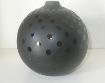 Vase/ Vintage/ Black / Glossy Dots