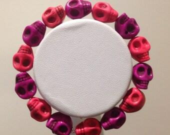 Bracelet. 18cm. PinkHowlite and alternating purple  Howlite skull shapes. 12mm in size.