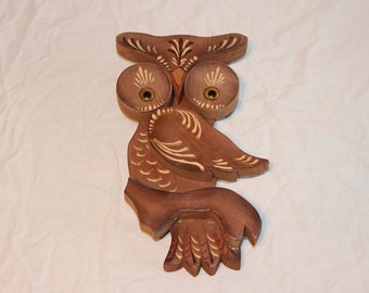 Vintage wooden owl wall decoration