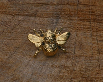 Bumble Bee Gold Plated Pin Lapel Badge Keeper Gift