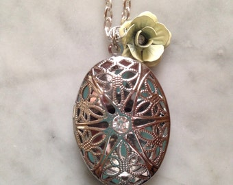 Silver Oval Filigree Locket or Essential Oil Diffuser Necklace-Comes with Leather pads-Aromatherapy Necklace
