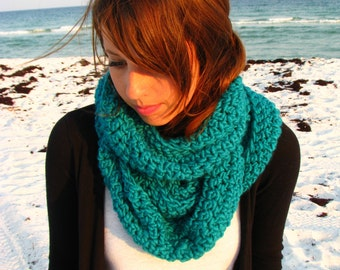 Luxurious Crochet Infinity Scarf - Teal