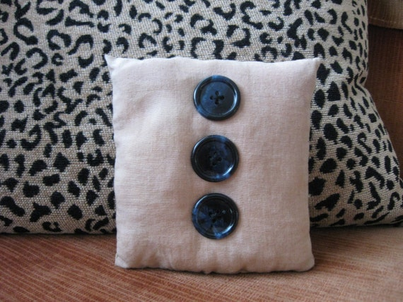 Three Button Pillow, OFG, FAAP