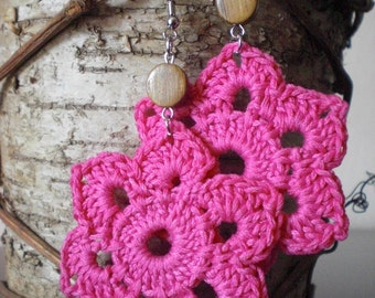 The six-pointed star crochet earrings pink