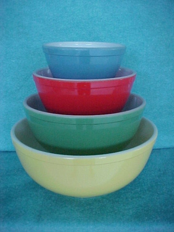 pyrex glass mixing bowl set round primary colors 4 piece. Black Bedroom Furniture Sets. Home Design Ideas