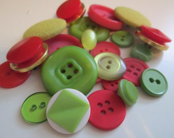 Vintage buttons. Fun mix of assorted greens and pinks, some covered buttons. Lot of 23  (166)