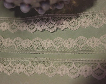 Ivory Dainty Flower Lace Trim Edging