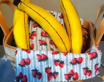 Felt food. Pretend play and Going BaNaNaS over these felt bananas. The perfect fruit for every pretend kitchen.