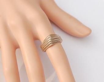 Fine Vintage Silver ring - Grill design.       US Size   7.5       UK Size   P