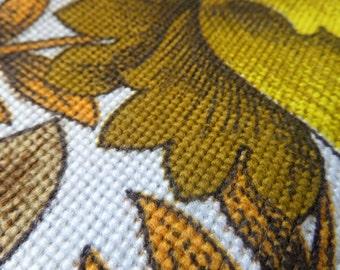 Vintage Fabric - Fat Quarter - retro flower fabric