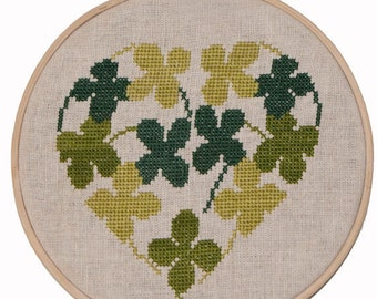 "Finished cross-stitch ""Heart Clover""\Cross stitch\Hoop art\Cross-stitch heart"