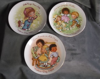 Vintage Avon Mothers Day Plates set of 3 --- 1982-84