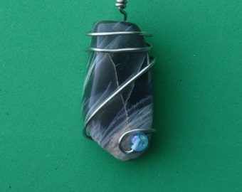 Wire wrapped natural stone