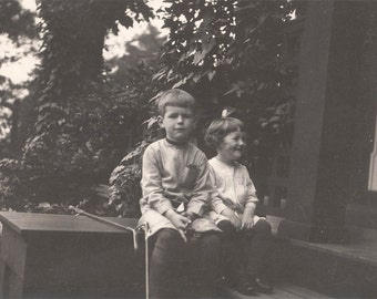 Vintage photo 1909 Coney Children Sit on Table with 2 golf Putter Clubs