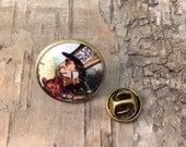 Mad Hatter lapel pin - Alice in Wonderland vintage illustration - Bronze tone round badge - John Tenniel illustration