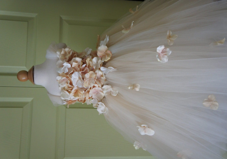 Flower girl dress champagne dress champagne tutu dress flower for Flowers for champagne wedding dress
