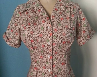 Reproduction feedsack cotton 1940s blouse with NOS 40s buttons XS