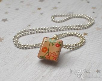 DAISY FLOWER CHAIN Scrabble Necklace, Handmade Scrabble Tile Art Pendant, Wood Pendant, Flower Charm, Floral Necklace, Tiny Jewelry