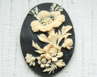 1 Large Vintage Black and Cream Flower Cameo Cabochon// 40mm x 30mm
