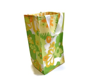 Reusable Vintage Fabric Lunch Bag - Green and Yellow Mod - Lemon Lime - Handmade