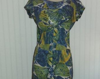 1960s Hawaiian Togs Dress, Big Print, Back Pleat and train, Size Medium,  #42939