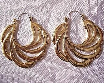 Sweeping Swirls Hoops Pierced Earrings Gold Tone Vintage Avon 1989 Open Rib Large Round Scallop Edges