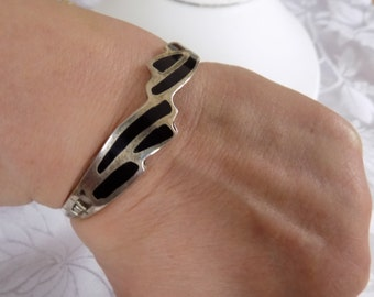 Vintage bracelet, inlaid silver cuff bracelet, black stone bracelet, retro modern bracelet, vintage jewelry