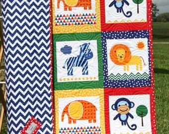 Animal Baby Quilt, Patchwork, Safari Zoo Jungle Blanket, Boy or Girl, Monkey Zebra Giraffe, Toddler Bed, Zoologie Gender Neutral Blanket