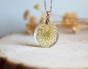 Pressed flower necklace- White Queen Anne's Lace, nature inspired bridal jewelry, gift under 35,