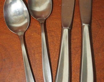 INS4  INTERNATIONAL StAINLESS  silverware vintage flatware ins 4 BIN 18