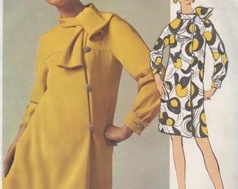 Bust 34-1960's Misses' Dress Vogue Americana Teal Traina 1967 Size 12