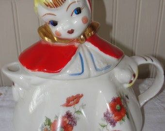 Hull Red Riding Hood Teapot 1950s