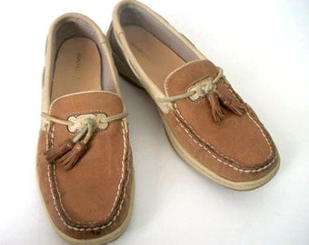 Vintage Leather Boat Shoes/ Tan Loafers with Tassel women size 8 1/2/ Brown and Beige Leather Shoes