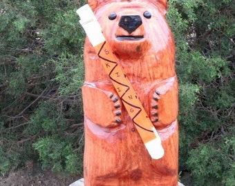 chainsaw carving bear holding skis