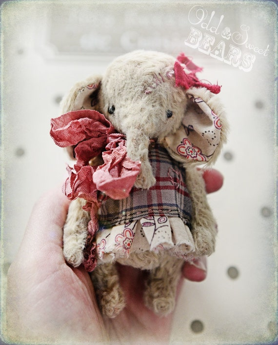MADE TO ORDER 4 Or 4.5 Inch Artist Handmade Pocket Size Collectible Teddy Elephant, Miniature Teddy, Vintage, Blythe's Friend.