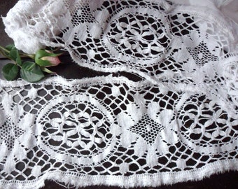 Salvaged Lace, Crocheted White Lace Trim, 2 Yds Filet Crochet Edging, Vintage Trim Yardage