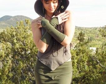 Ara Arm Warmers: Wrist cuffs, fingerless gloves, hand warmers. Lightweight poi and hooping accessory. Burning Man dance outfit.