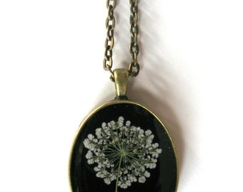 Queen Anne's Lace Resin Pendant Necklace -  Real Pressed Flower Encased in Resin, Pressed Flower Jewelry - Resin Jewelry - Resin Necklace