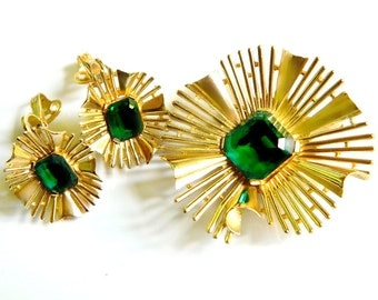 Crown Trifari Set Atomic Starburst Brooch And Earrings Emerald    Green Vintage High Fashion Collectible Jewelry Rare Trifari Spring Summer