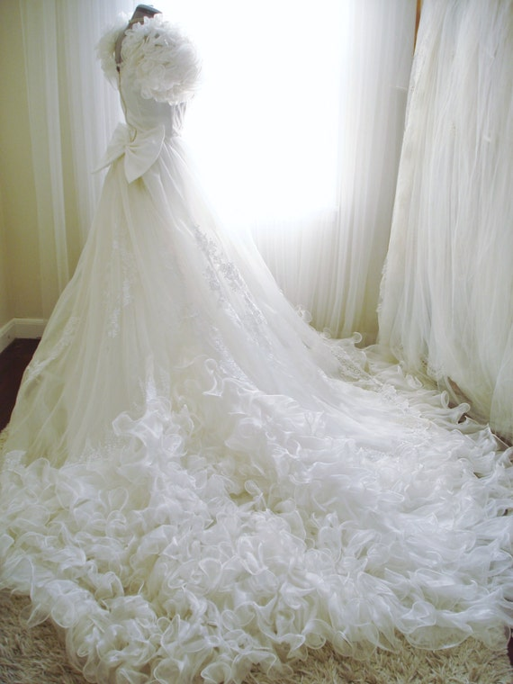 Vintage Ruffled Wedding Dress Lady Antebellum Styled with